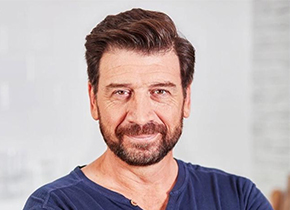 NICK KNOWLES' BIG HOUSE CLEAROUT – Series 1